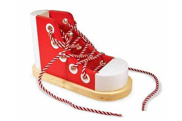 Chaussure à lacets en bois