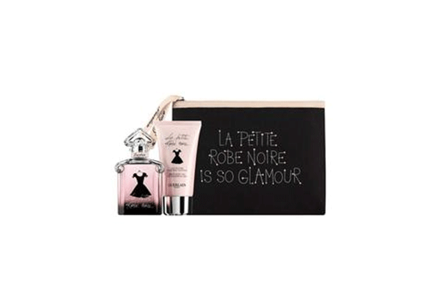 Un coffret avec son parfum
