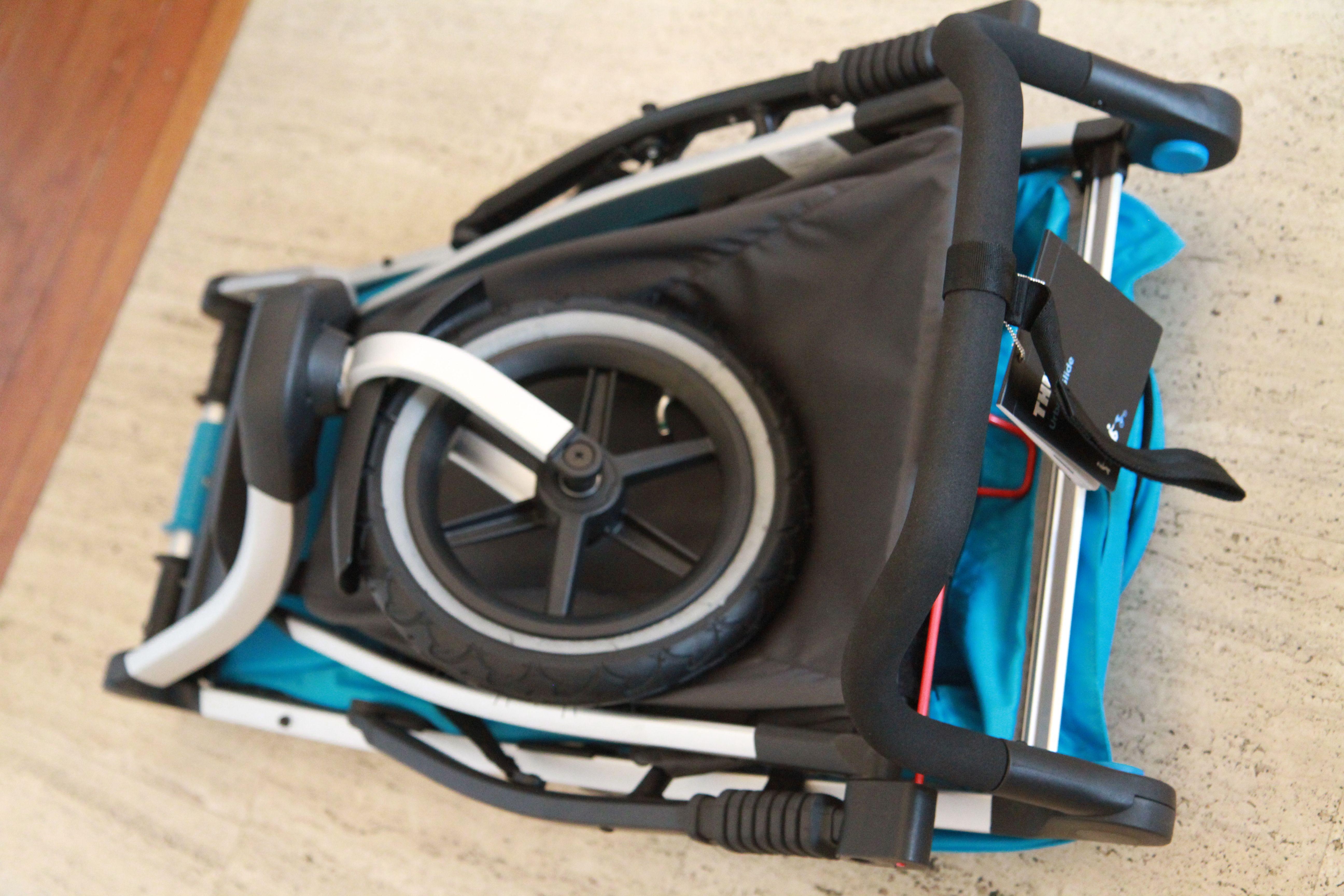 La poussette Urban Glide offre un pliage compact !